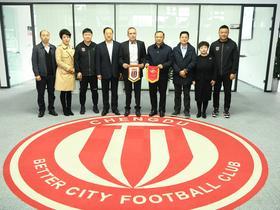 莫斯科斯巴达克足球俱乐部代表团一行访问成都兴城足球俱乐部