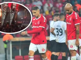 宣泄怒火,无缘巴西杯冠军的巴西国际球迷在球场纵火