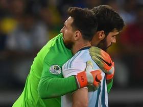 阿利松:梅西是最好的球员之一,能战胜他所在的球队很幸运