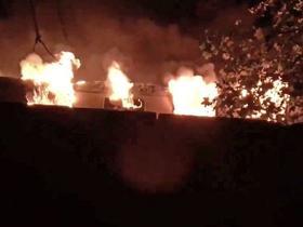 镜报:柏林运载弗莱堡球迷列车起火,造成数人受伤
