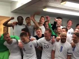 都在突破!芬兰队史首次杀入大赛决赛圈,赛后更衣室高歌庆祝