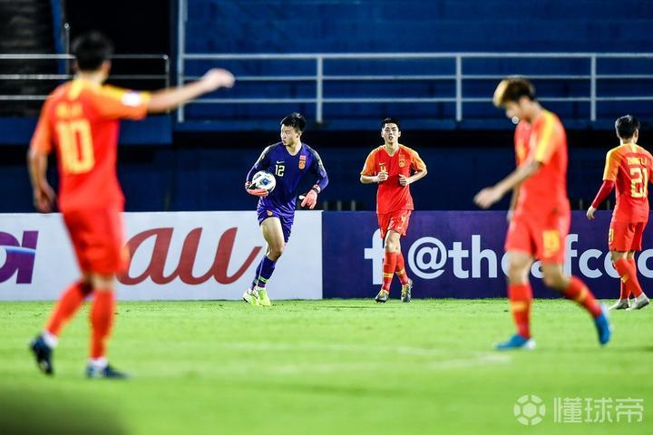 国奥去年踢了25场国际比赛,比赛数量远超日韩