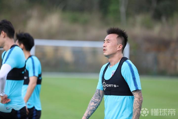 东体:申花球员训练射门,王永珀和伊哈洛的破门率相当高